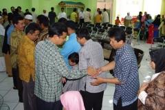Bersalaman,_Mohon_Maaf_Lahir_dan_Batin