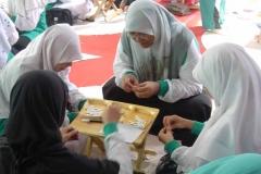 Gathering_-_Ibu-ibu_saat_lomba_mengupas_kuaci