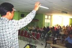 H._Nur_Hidayat_saat_memberikan_sambutan_pada_acara_Halal_bihalal_LPF