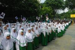 Gunting_Balot-_Siswa_SD_Apel_sebelum_gunting_Balot_Jawa_Pos_bersama-4